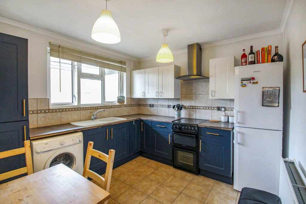 1 Bedroom Apartment for sale in Barking, Whiting Avenue