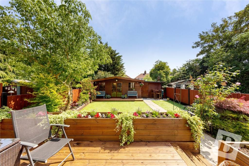 2 Bedroom Semi-Detached for sale in Romford, Bellhouse Road