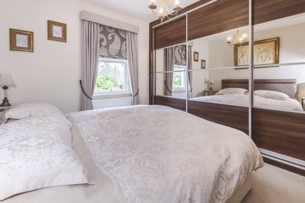 2 Bedroom Terraced for sale in Sunbury On Thames, French Street