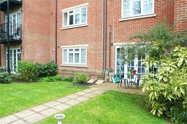 1 Bedroom Flat for sale in Farnborough, Hampshire, United Kingdom