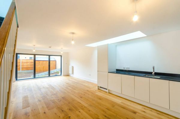 2 Bedroom Mews to rent in United Kingdom