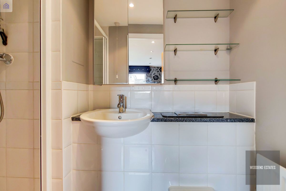 2 Bedroom Flat for sale in West Drayton, Admiralty Close