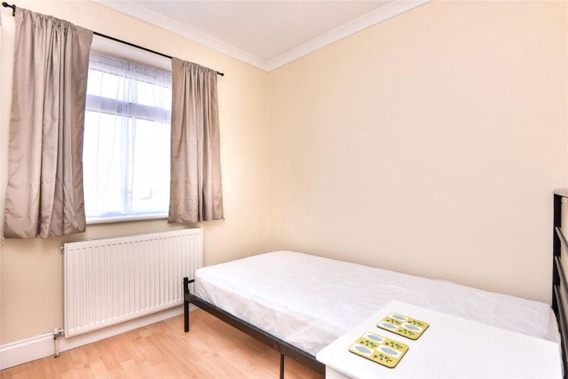 2 Bedroom Flat to rent in Seven Sisters, Antill Road