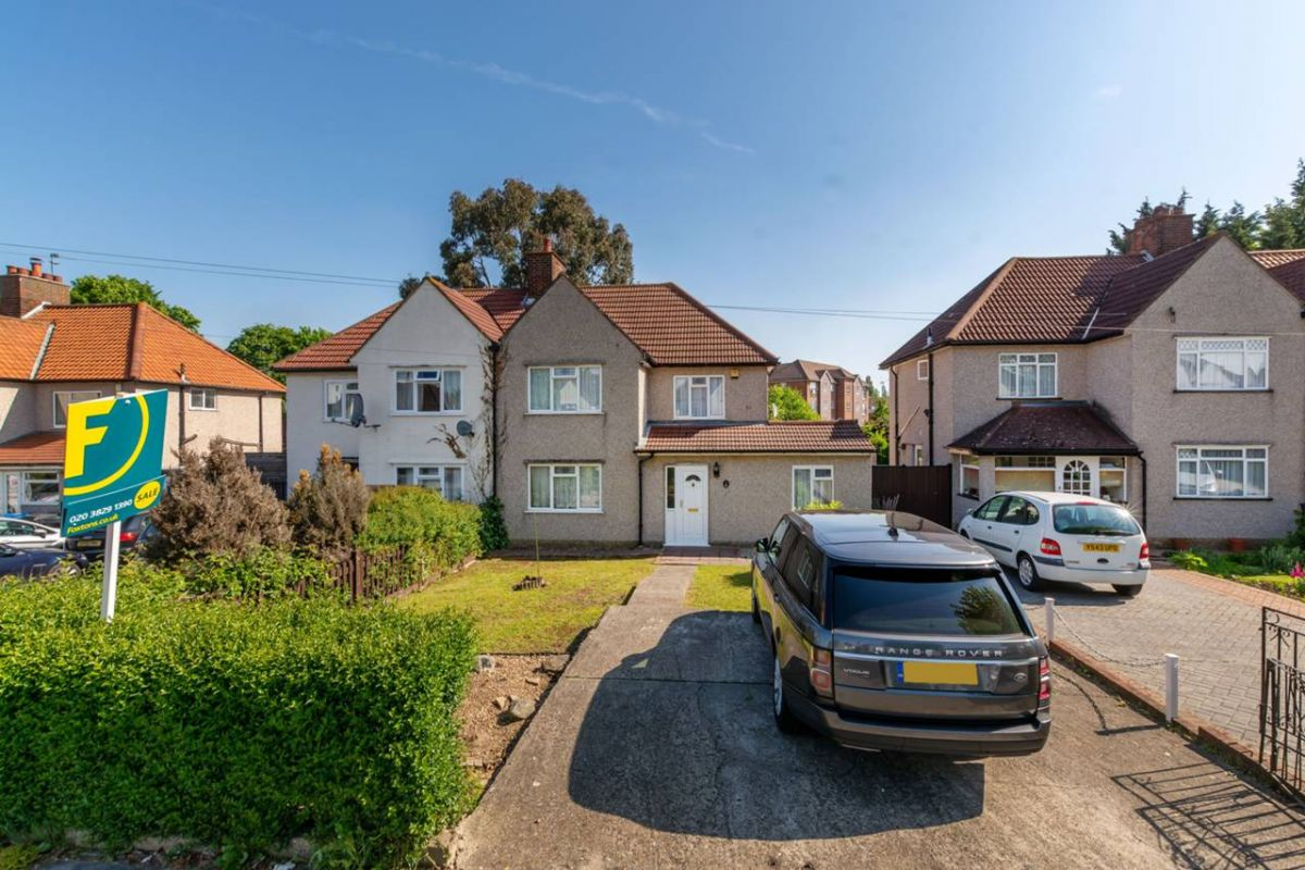 4 Bedroom Semi-Detached for sale in Croydon, Denning Avenue