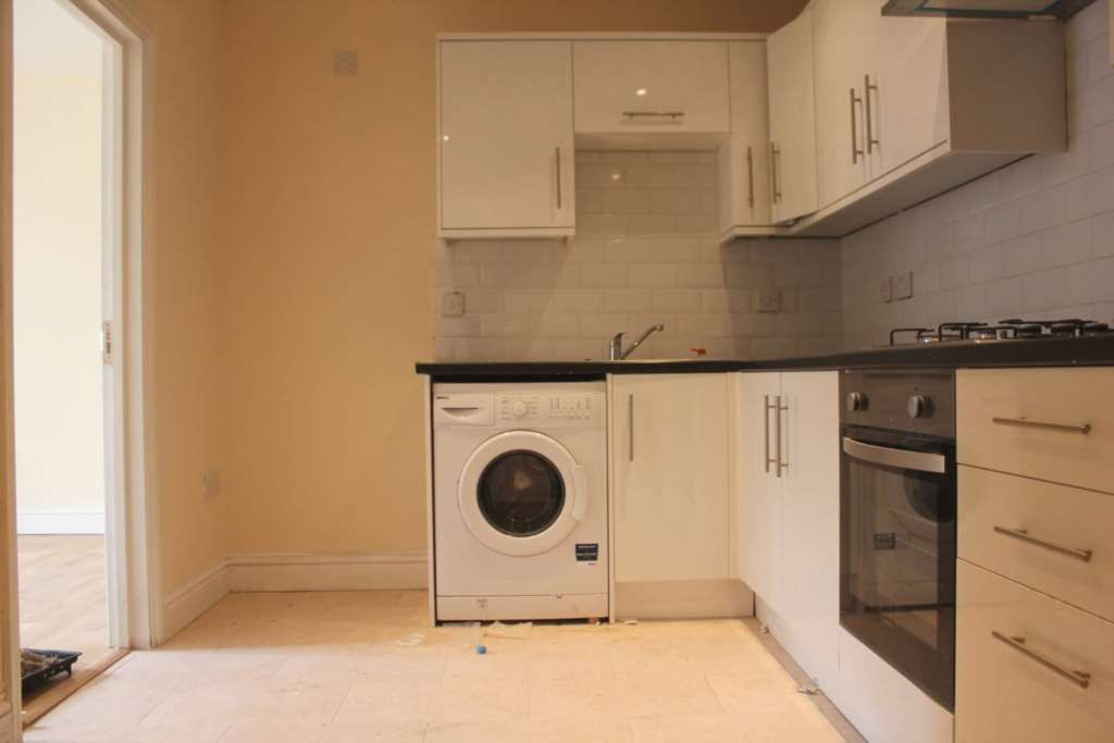 4 Bedroom Flat to rent in Southall, Middlesex, United Kingdom