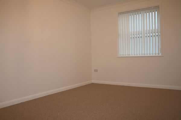 3 Bedroom Ground Maisonette to rent in United Kingdom
