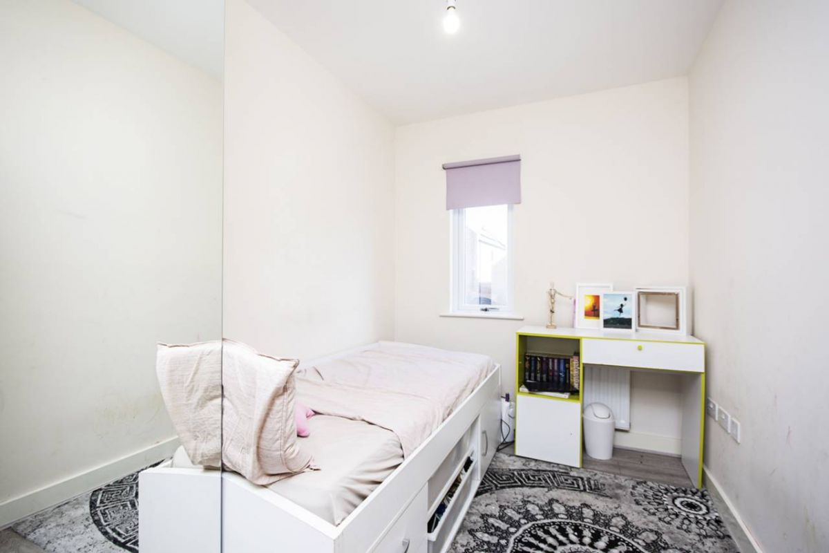 3 Bedroom House for sale in Cricklewood, Claremont Road