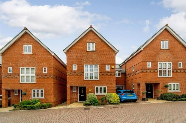 4 Bedroom Semi-Detached for sale in Maidenhead, Berkshire, United Kingdom