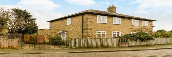 3 Bedroom Semi-Detached to rent in Wandsworth, Earlsfield, London, United Kingdom