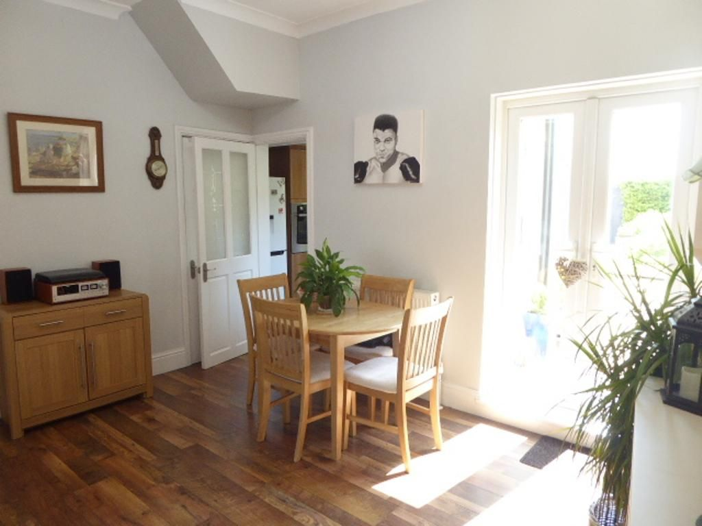3 Bedroom Semi-Detached for sale in Hull, Spring Bank West