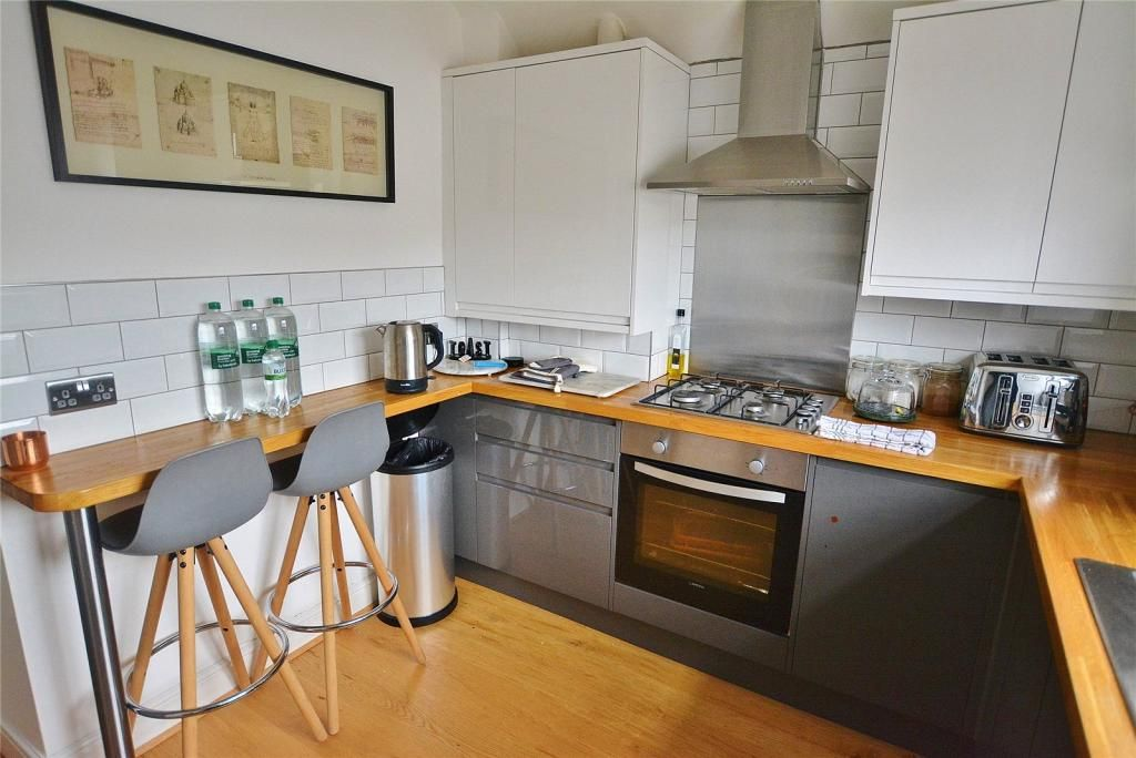 3 Bedroom Apartment to rent in Watford, Bushey Hall Road