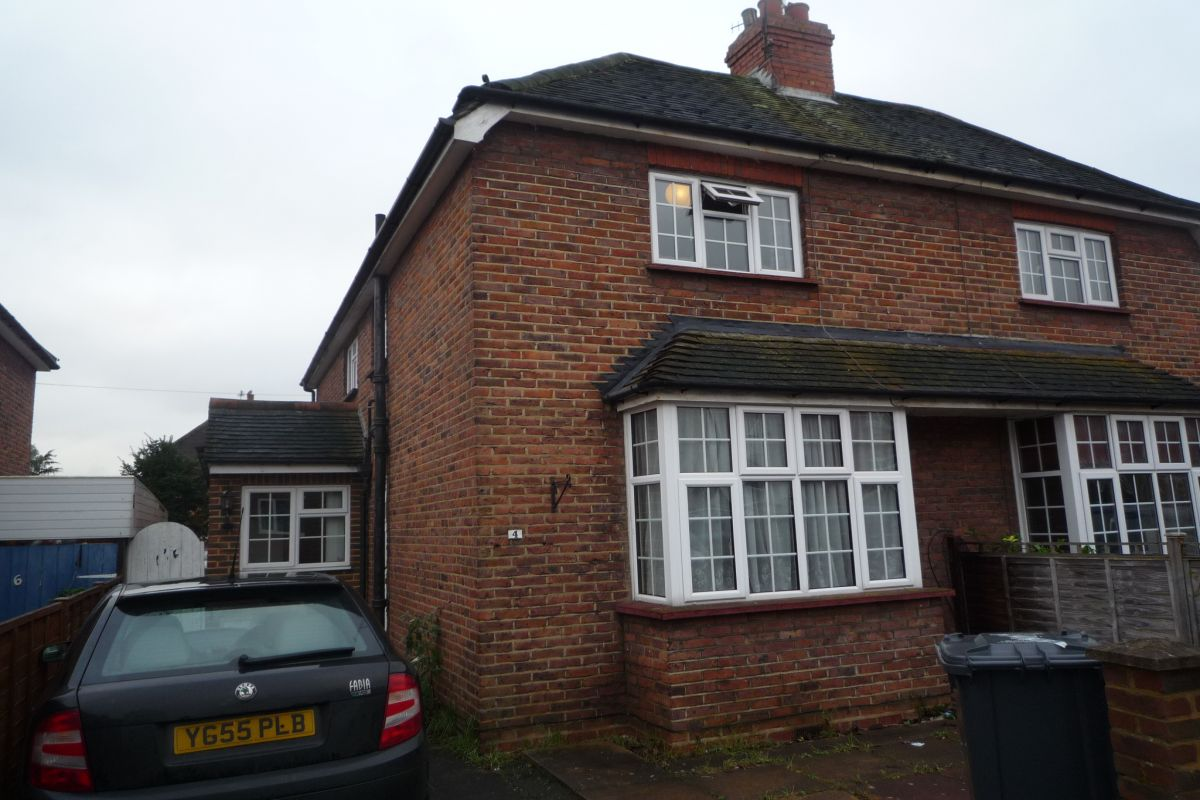 4 Bedroom Semi-Detached to rent in Guildford, South Road