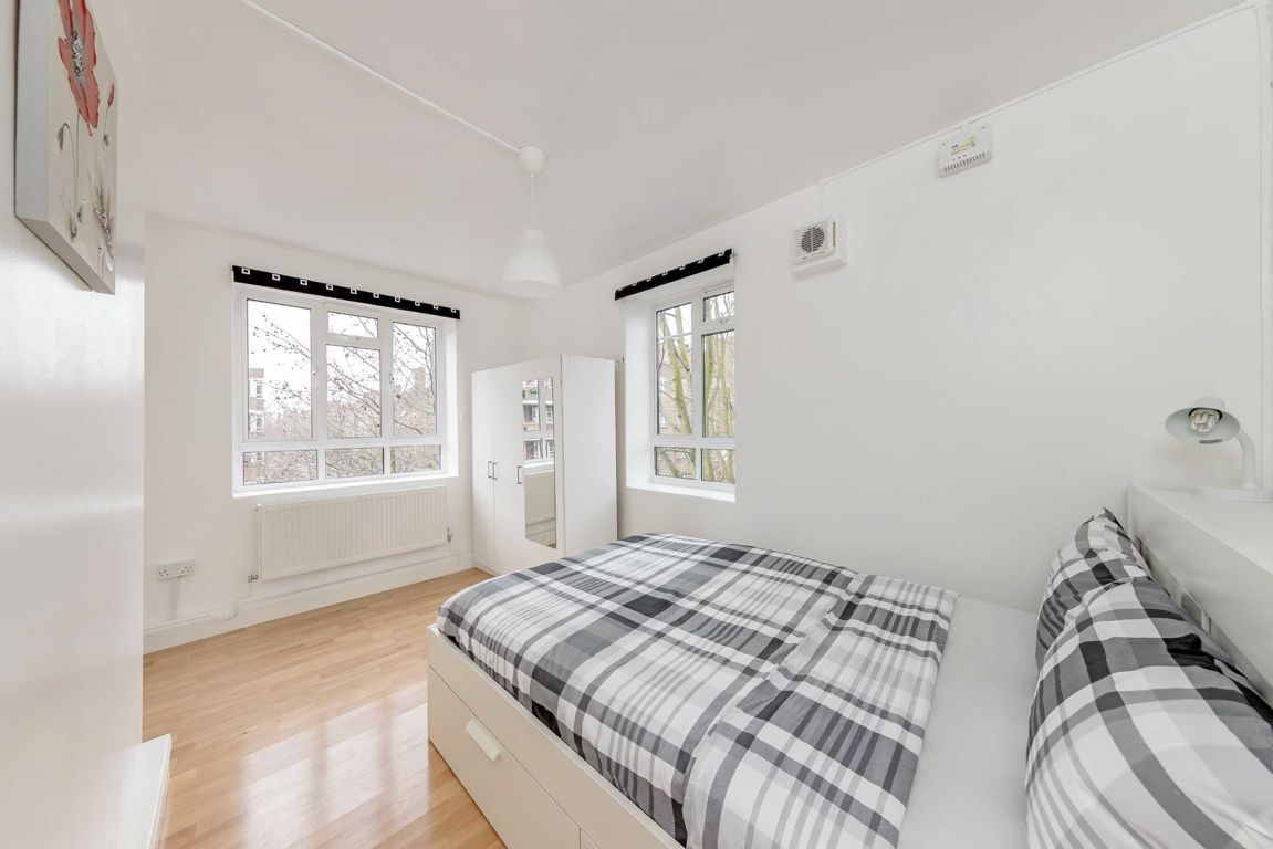 3 Bedroom Flat to rent in Shepherds Bush, White City Estate