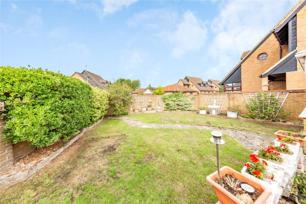 2 Bedroom Bungalow for sale in Basildon, Acorn Place