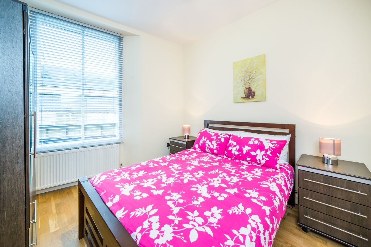 3 Bedroom Flat to rent in South Kensington, Cromwell Road