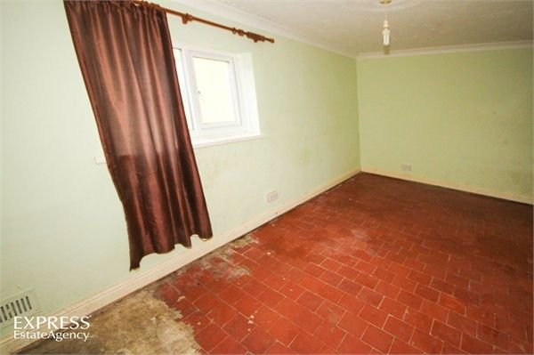 3 Bedroom Semi-Detached for sale in Llanelli, Dyfed, United Kingdom