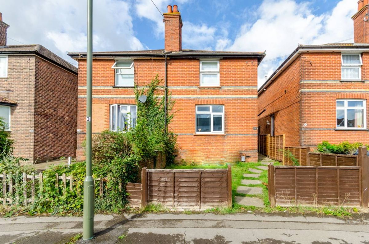 4 Bedroom Semi-Detached for sale in Guildford, Barrack Road