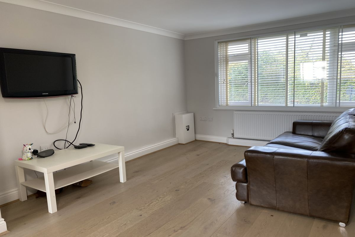 1 Bedroom Flat to rent in Southgate, Bramley Road