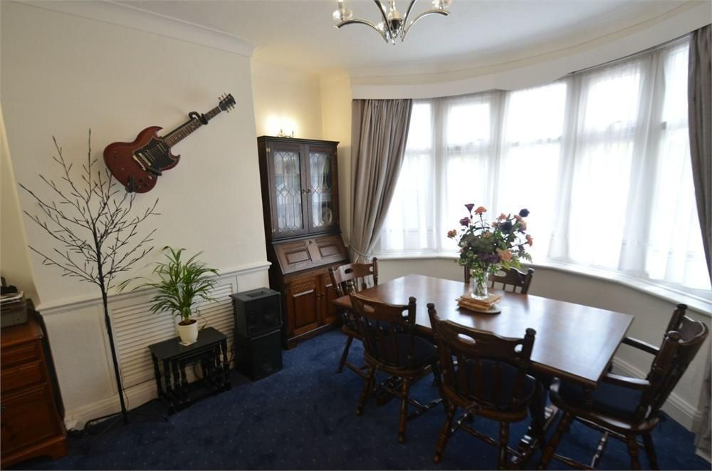 3 Bedroom Semi-Detached for sale in Croydon, Bridle Road