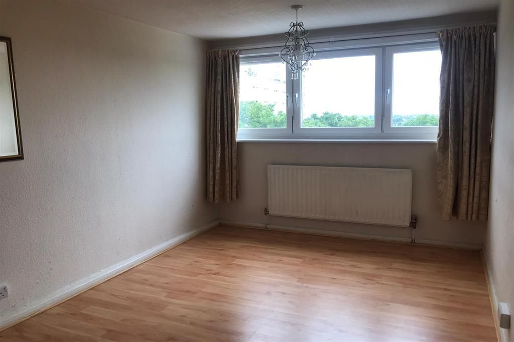 3 Bedroom Flat for sale in Walthamstow, The Drive
