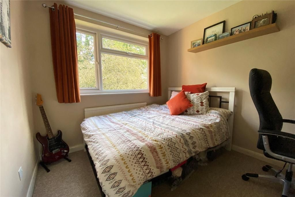 2 Bedroom Apartment for sale in Staines, Vivienne House