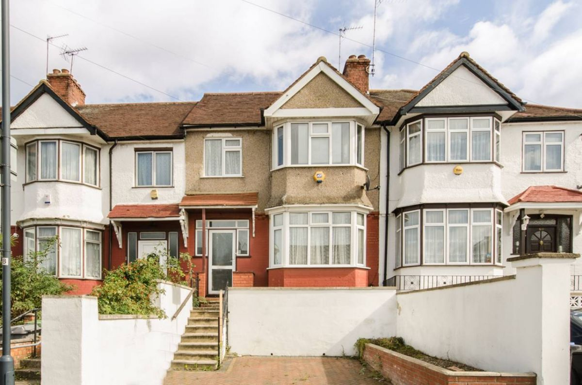 3 Bedroom Terraced for sale in Cricklewood, Cairnfield Avenue