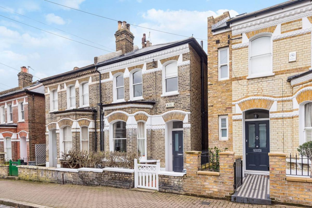3 Bedroom Semi-Detached to rent in Battersea, Clapham Junction, London, United Kingdom