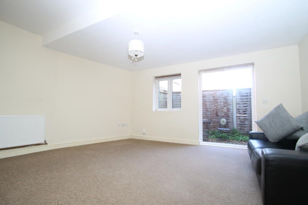 Studio to rent in Bromley, Homesdale Road