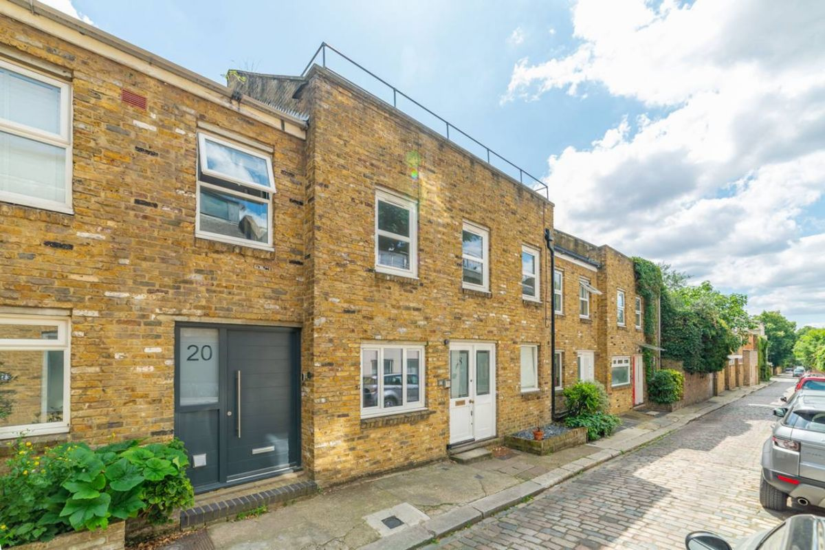 4 Bedroom Mews to rent in United Kingdom