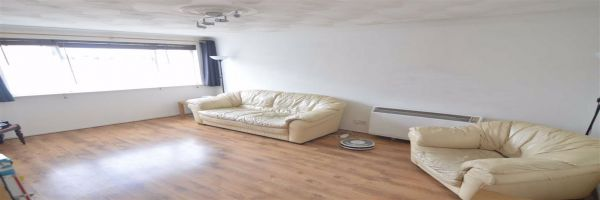 2 Bedroom Flat for sale in Stanford Le Hope, Essex, United Kingdom