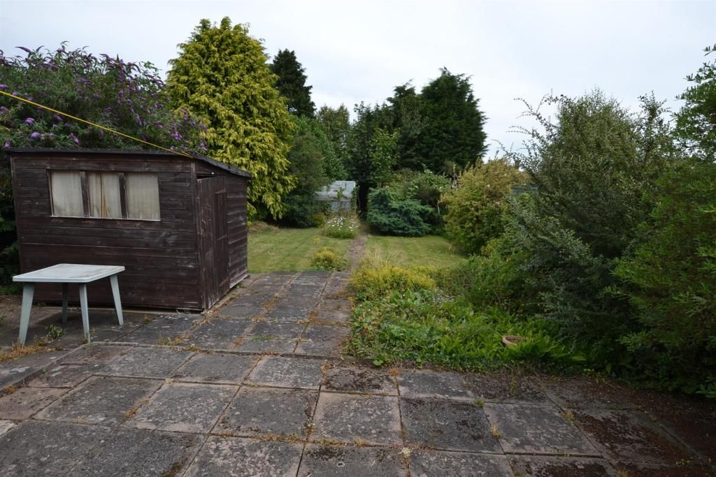 2 Bedroom Semi-Detached Bungalow for sale in Loughborough, The Banks
