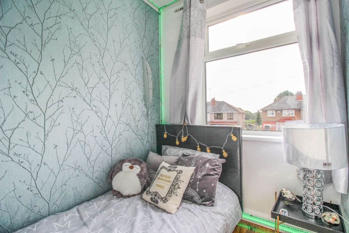 3 Bedroom Semi-Detached for sale in Nuneaton, Goodyers End Lane