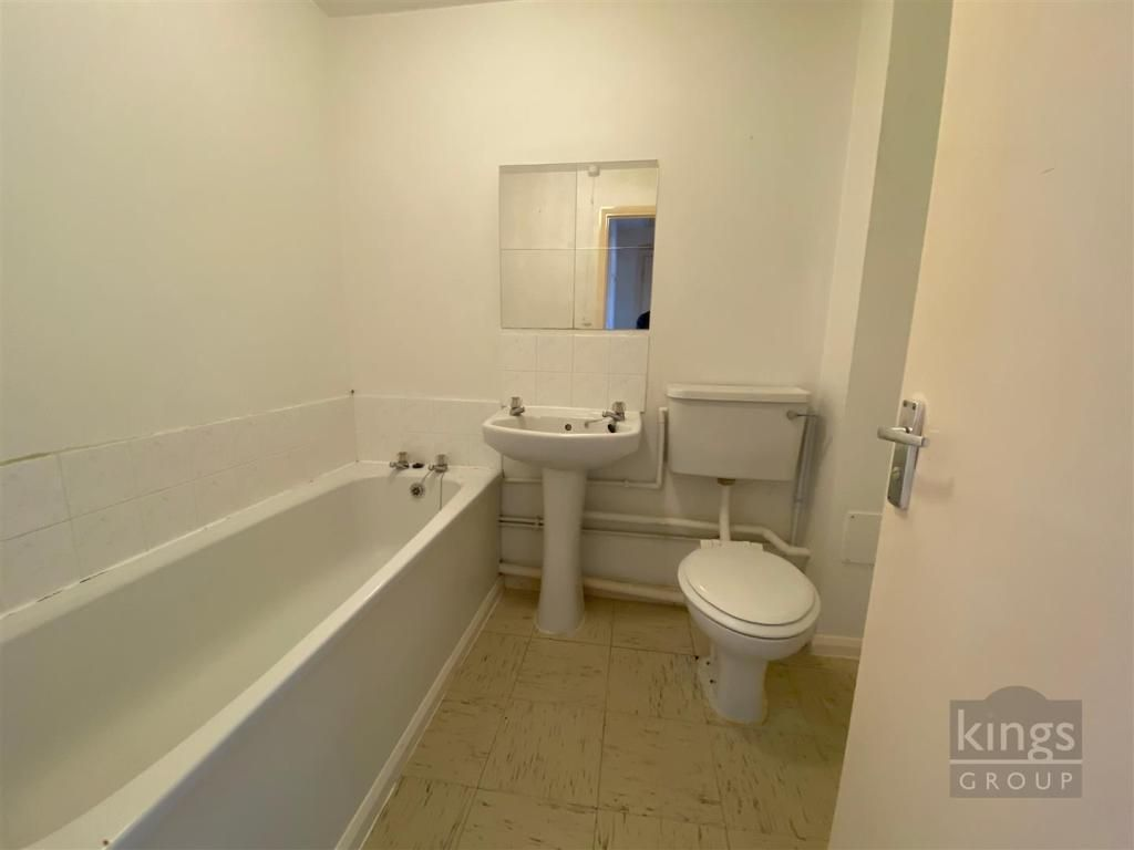 1 Bedroom Flat for sale in Enfield, Maynard Court