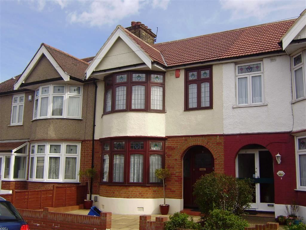 3 Bedroom Terraced to rent in Ilford, Brixham Gardens