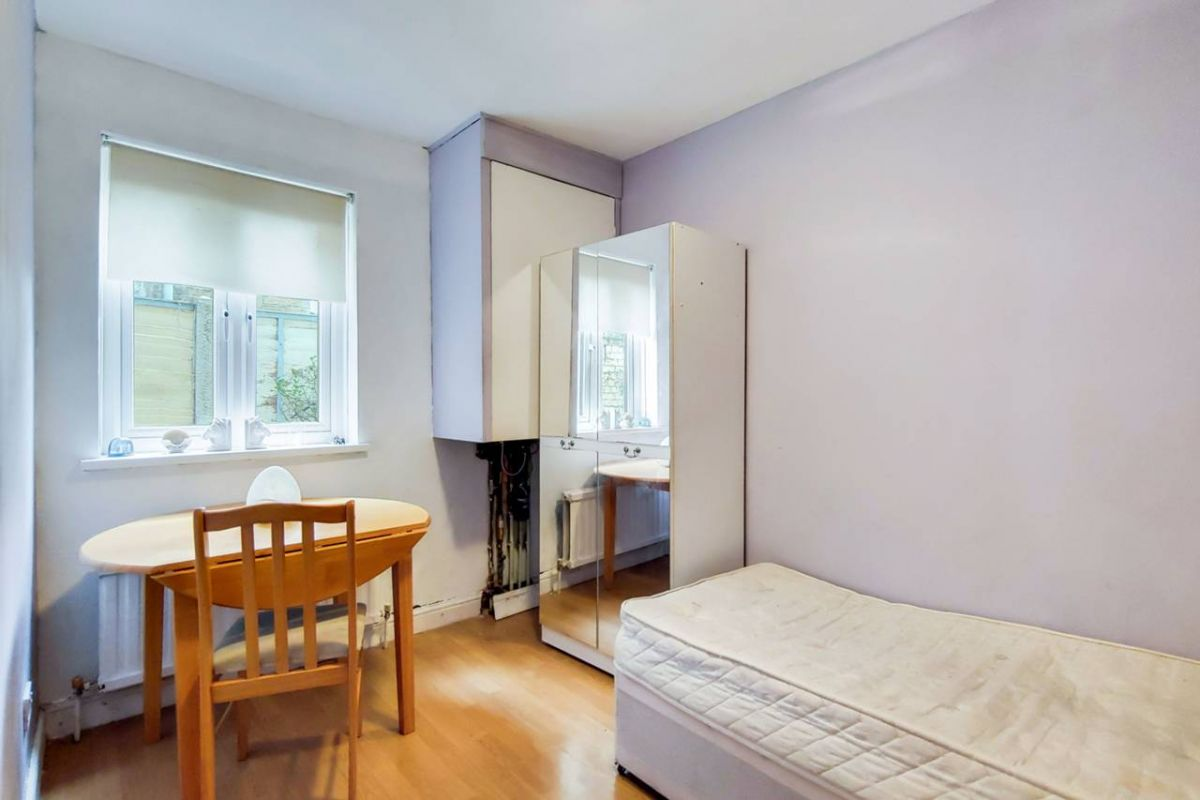 2 Bedroom Flat for sale in Plaistow, Edinburgh Road
