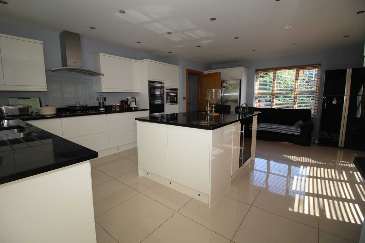 5 Bedroom Detached to rent in Colchester, Robinsbridge Road