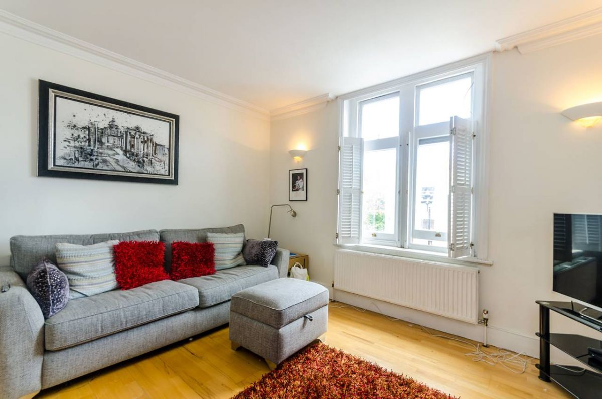 2 Bedroom Flat for sale in Surbiton, Brighton Road