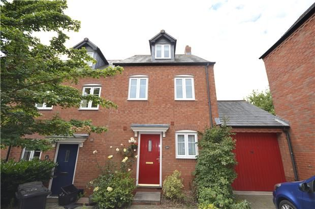 Semi-Detached to rent in United Kingdom