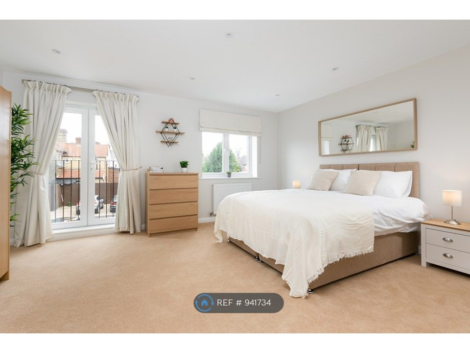 4 Bedroom Semi-Detached to rent in Slough, Chalvey Road East