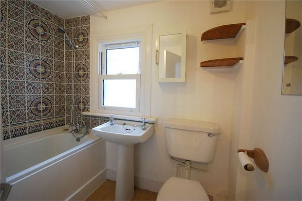 3 Bedroom Flat to rent in Clapham, Sandmere Road