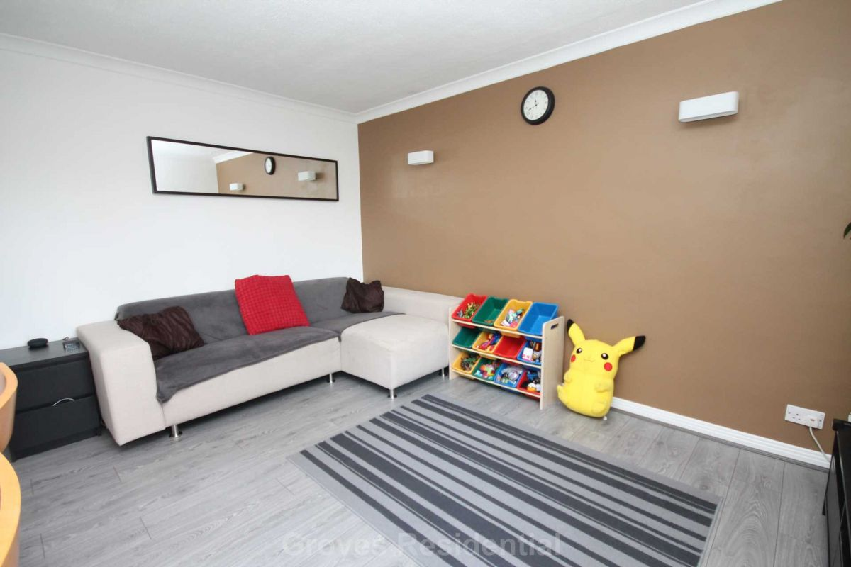 2 Bedroom Flat for sale in New Malden, Charter Court