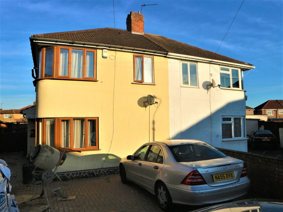 3 Bedroom Semi-Detached to rent in Hayes, Middlesex, United Kingdom