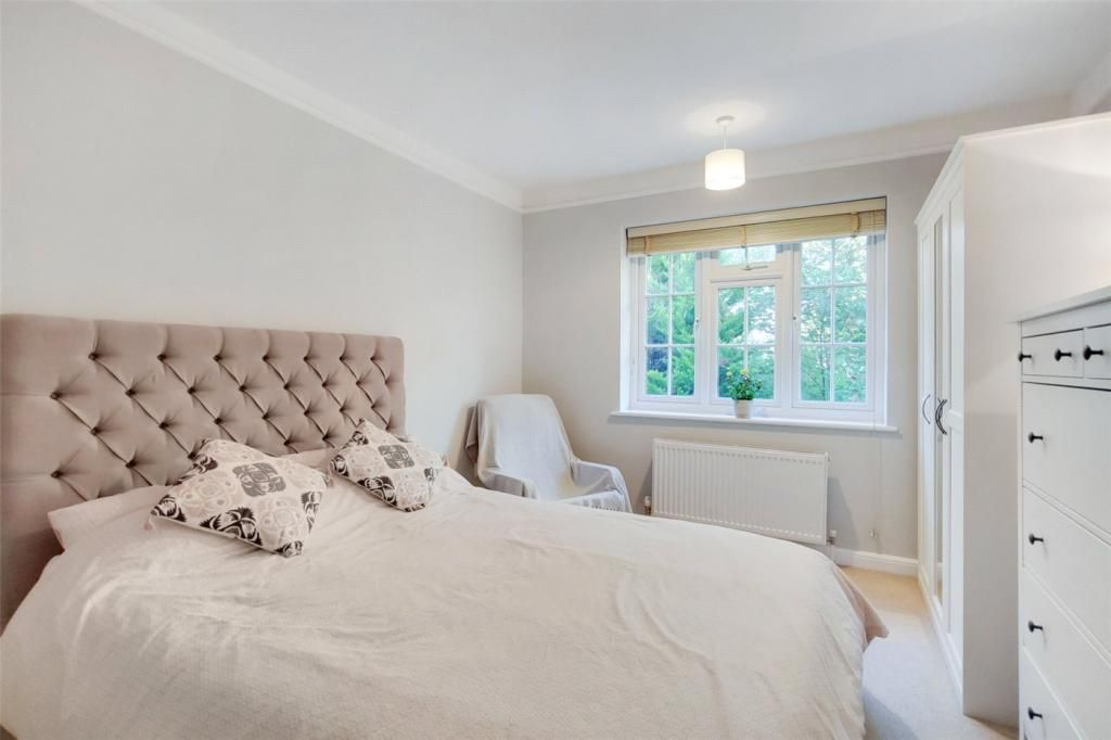 2 Bedroom Apartment for sale in Thames Ditton, Rythe Court