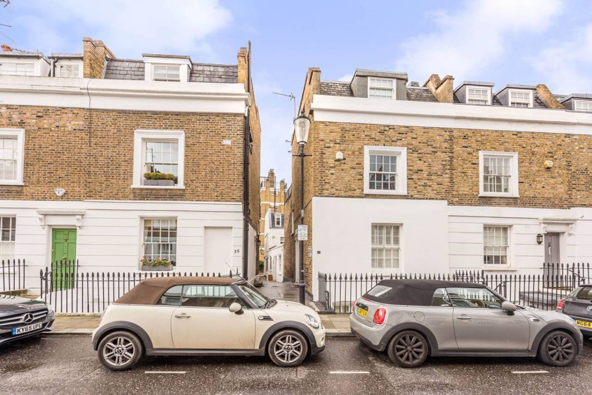 2 Bedroom Mews to rent in Chelsea, Richards Place