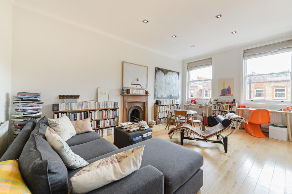 2 Bedroom Flat to rent in South Kensington, Rosary Gardens