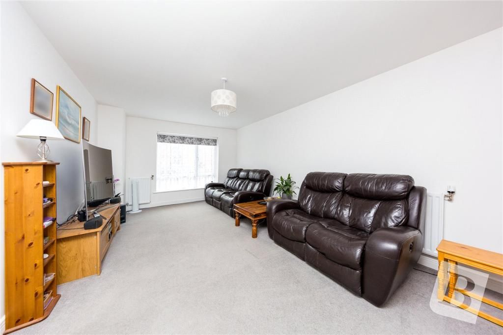 4 Bedroom Semi-Detached for sale in Chelmsford, Fairway Drive