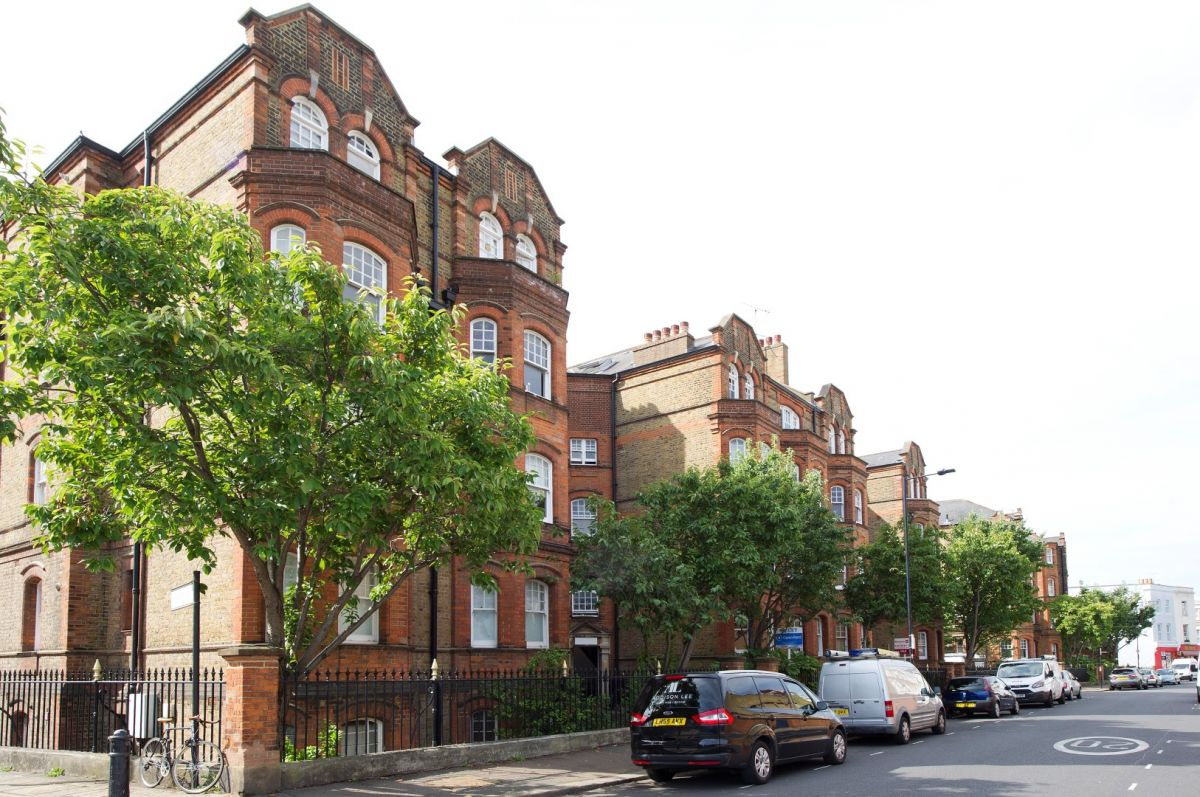 2 Bedroom Flat to rent in Hammersmith, Greyhound Mansions