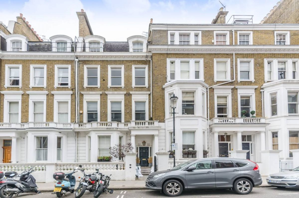 1 Bedroom Flat for sale in Earls Court, Bina Gardens
