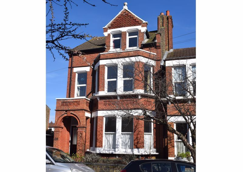 2 Bedroom Flat for sale in East Finchley, Park Hall Road