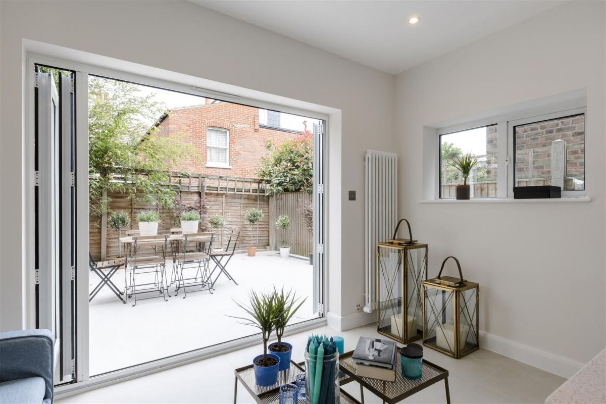 4 Bedroom Semi-Detached to rent in Chiswick, Graham Road